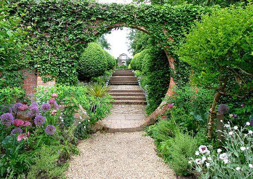 Beautiful!: Green Houses, Houses Gardens, Secret Gardens, Gardens Paths, Modern Gardens Design, Greenhouses, Gardens Gates, Gardens Pathways, Moon Gates