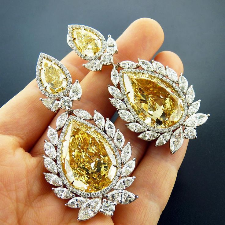Yellow diamonds earrings #millionairelifestyle #earrings #yellowdiamond #engagement #engaged @petermarco90210 #saudi #sauditrends