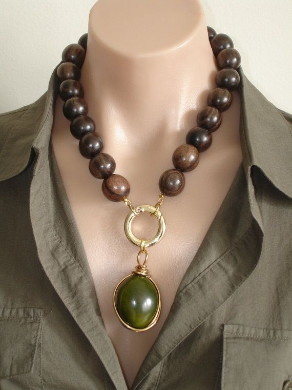 I have this beautiful brown topaz that I could use to make this!!