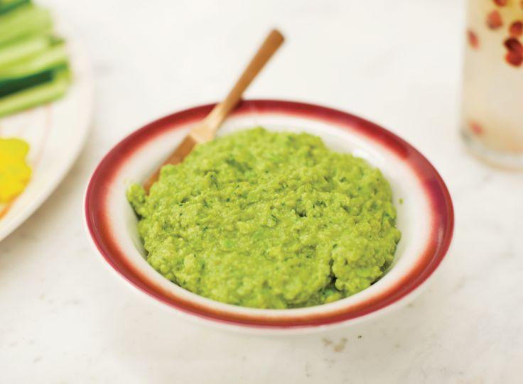Pasta de ervilha com abacate   Receita Panelinha: Verde com verde: essa combinação fica fresquinha da silva. E mais verde: leva coentro! Prepare a pastinha para receber amigos no calor do verão.