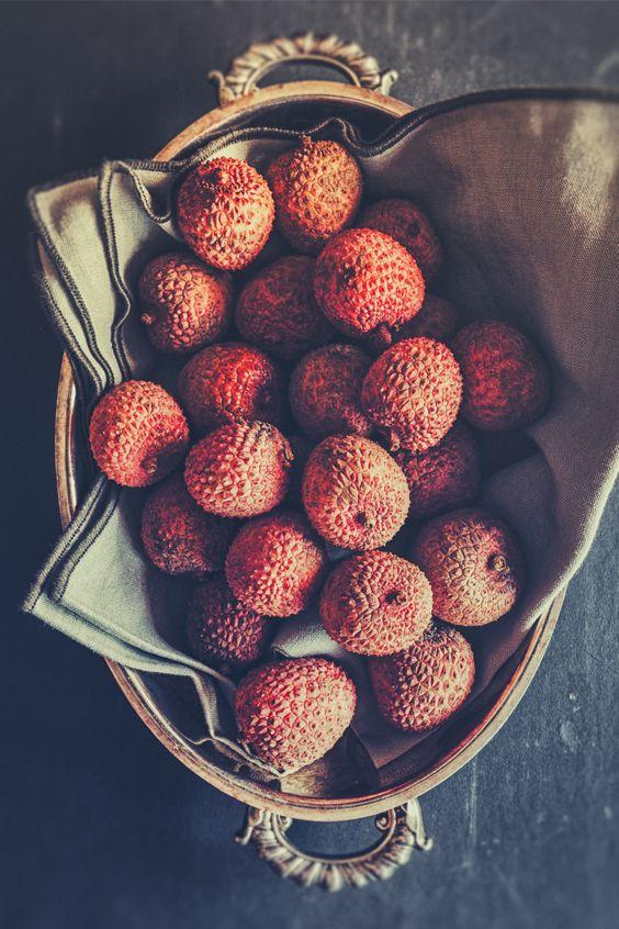 Litschis schmecken nicht nur toll und sind gesund - sie tun auch gutes für unsere Haut... Lynne erklärt dir mehr darüber! #lychees #superfood #skincare #yummy #healthy