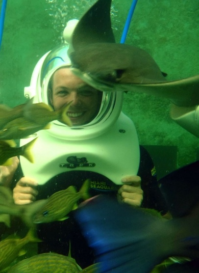 Here's One Direction's Louis Tomlinson swimming with dolphins during a sun-drenched break in Florida. The British boy band member and his girlfriend Eleanor Calder stopped off at Miami Seaquarium. Louis looked thrilled to be in the water with the lovable creatures at the Dolphin Odyssey and also enjoyed a deep sea adventure with some stingrays at the Sea Trek Reef Encounter. 9-17-2012