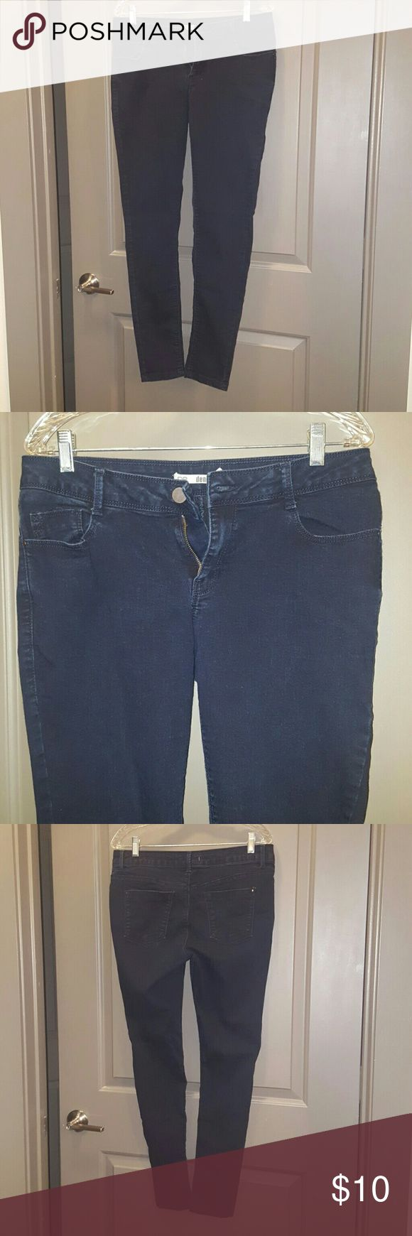 Dorthy Perkins faded black skinny jeans Dorthy Perkins faded black skinny jeans size 10. Love DP jeans which always fit nicely, since  I have thick thighs and big calves. Honestly with this one, my bootie doesn't fill the bum area. Hehe Dorothy Perkins Jeans Skinny
