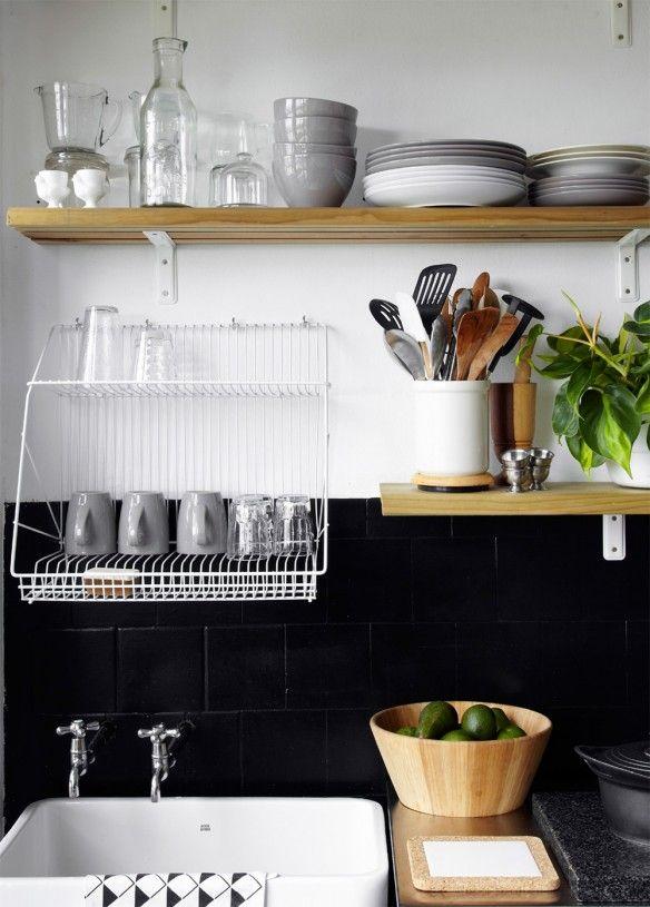 - le sèche vaisselle au dessus de l'évier pour gagner de la place - Janine-Mollentze_Ruan-Vermuelen_101