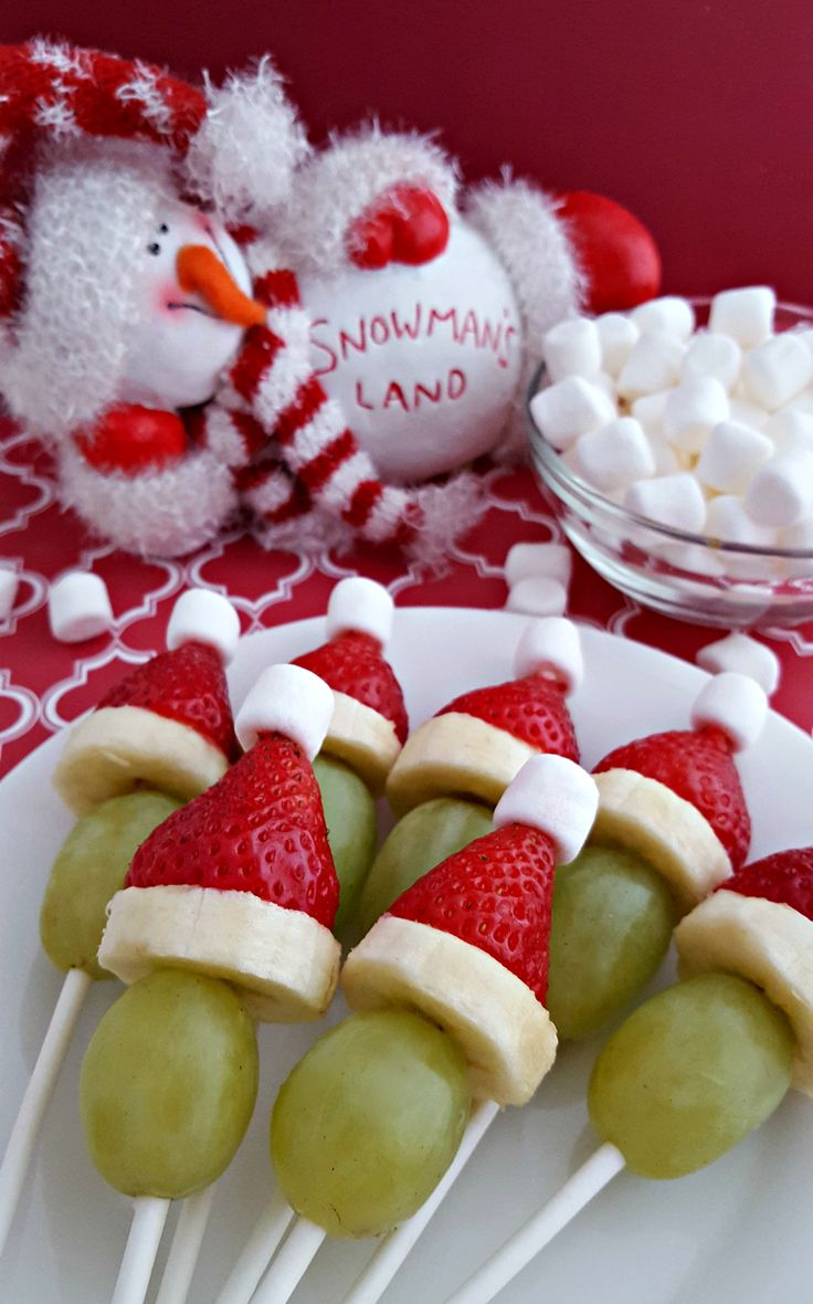 Grinch Fruit Kabobs via @blm03