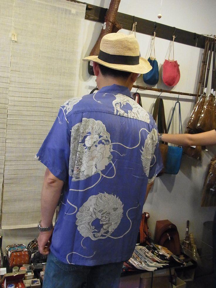 シルク唐獅子牡丹アロハシャツ。だいぶん前の品物ですが、いいものはいつまでも。