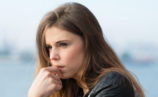 SZARA MYSZKA: Jestem nieśmiała i małomówna. Dlaczego nikt mnie nie zauważa | Weszłaś do pokoju, ale nikt Ciebie nie zauważył? Powiedziałaś co myślisz, ale nikt tego nie usłyszał? Podoba Ci się facet, ale nie zwraca na Ciebie uwagi? Jesteś nieśmiała i małomówna, czujesz się pomijana, ignorowana i lekceważona? #psychologia #kobieta #porady #wizerunekkobiety