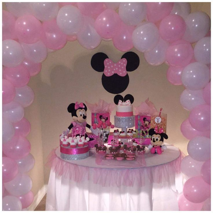 Minnie mouse party table and pink white balloon arch