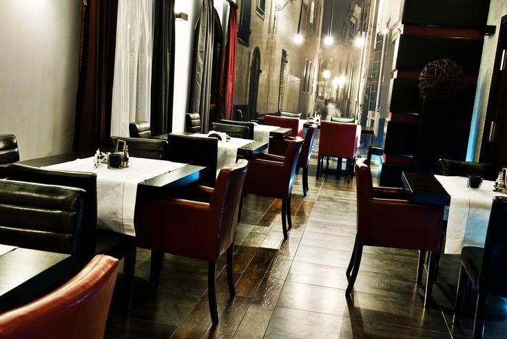 Fotografia wnętrza ekskluzywnej restauracji