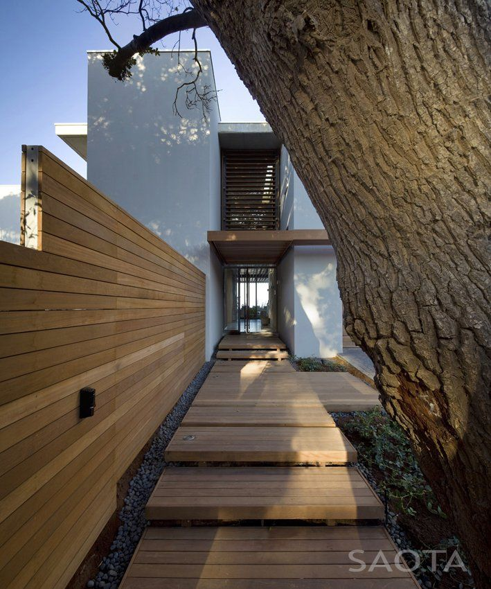 What a great entrance! La Lucia by SAOTA and Antoni Associates | Contemporist