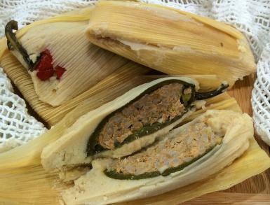 Un chile jalapeño relleno -- ¡hecho tamal!: Tamales de chiles rellenos; en este…