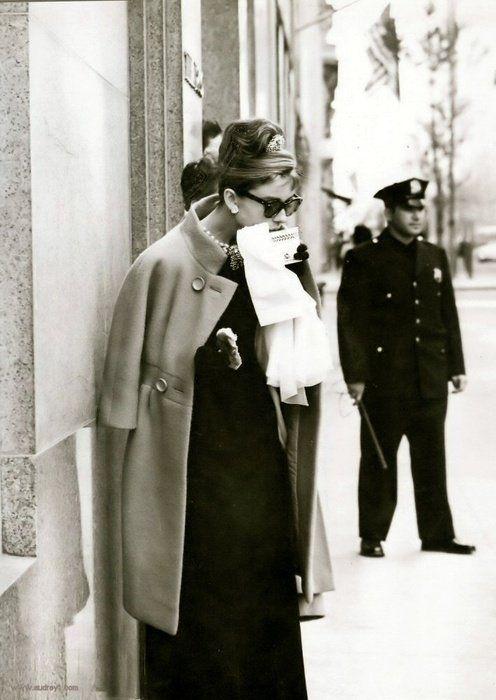 La moda riflette i nostri tempi, il loro trend di stile, ma è anche lo specchio dei nostri sentimenti. L'occhio della moda è un occhio sensibile.  -- Audrey Hepburn