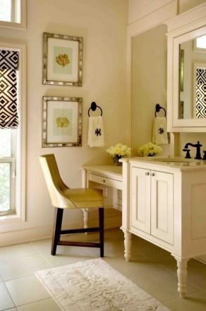 love this cozzy bathroom corner
