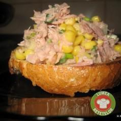 Salata de ton cu boabe de porumb