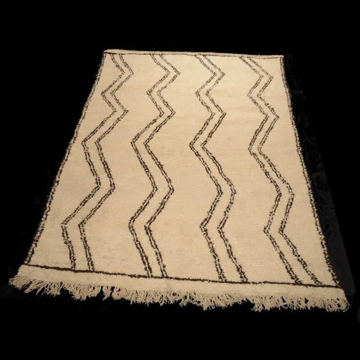 The Beni Ourain rugs are perhaps the most famous Moroccan carpets nowadays. Characterized by the contrast of the natural white raw wool with the black of the highly symbolic geometries. Usually used as the floor of the Berber tents, provide warmth and extreme softness. Size: 260x 180 cm.