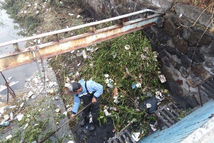 Llaman a los ciudadanos a no tirar basura para evitar encharcamientos por las lluvias; por lo pronto, fueron limpiadas rejillas pluviales, alcantarillas y boas de tormenta, tras las primeras precipitaciones ...