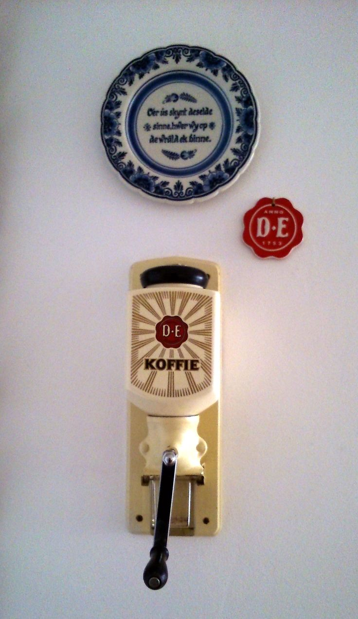 Kitchen detail, vintage Douwe Egberts (dutch) koffiegrinder which i still use for my modern 1 cup technivorm coffeemachine.