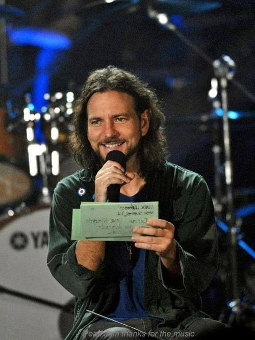 sadejude:   Pearl Jam at the Vh1 Storytellers in 2006