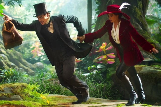 Oz the Great and Powerful Wardrobe Secrets: The Cast and ... Oz The Great And Powerful Cast And Crew