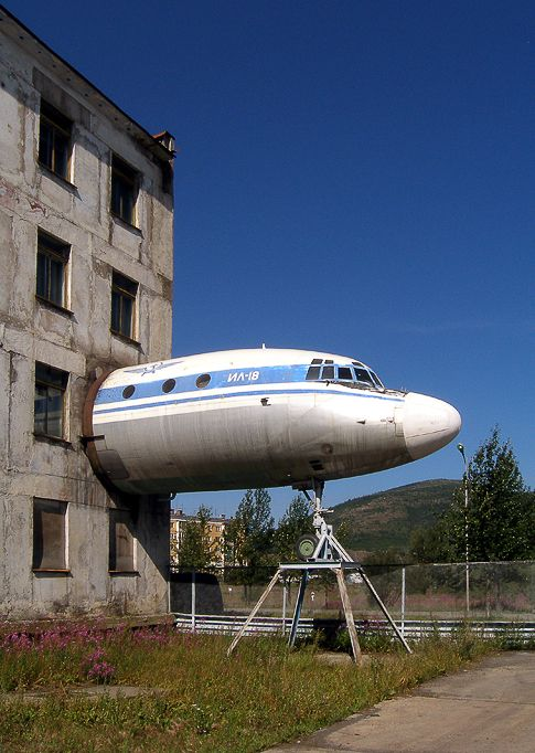 Sometimes they use the parts of planes in designs of houses etc, but mainly those are detached villas or some sort of bars or cafes like this one Russian plane bar.  Those Russian house owners went even further and attached for some reason a Russian TU jet body to the second floor of the multi stored building.  If that's an apartment, then just imagine how jealous the neighbours are now.