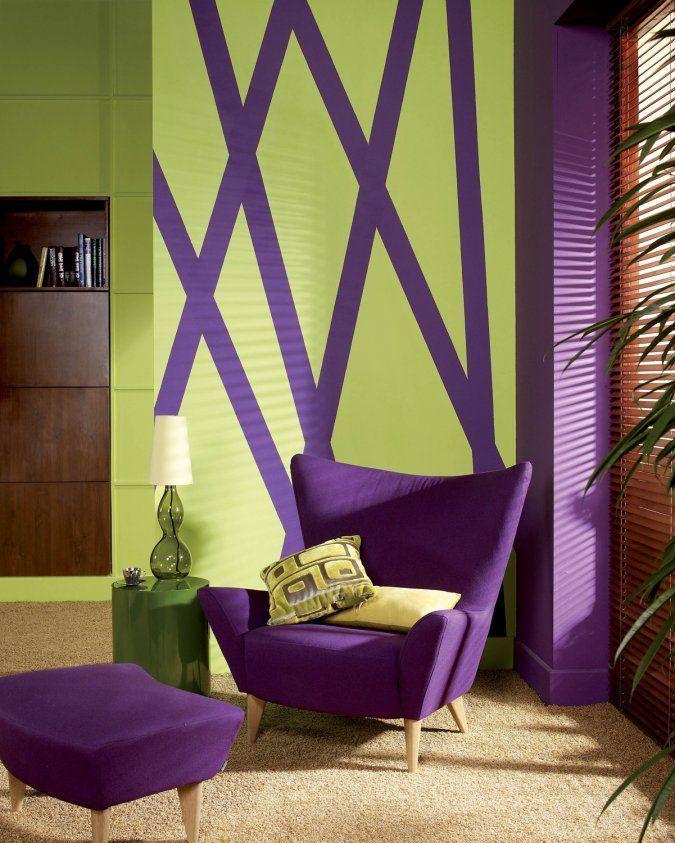60+ идей сочетания зеленого цвета в интерьере: правила оформления и цвета-партнеры http://happymodern.ru/sochetanie-zelenogo-cveta-v-interere/ Фиолетовые полосы на зеленых стенах дополняет фиолетовая мебель
