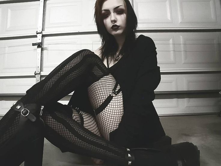 Paige Nicole Goodman - dreams of darkness that never end into the light, we die inside