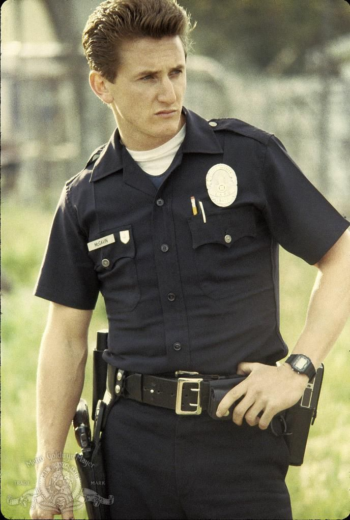 Still of Sean Penn in Colors (1988) http://www.movpins.com/dHQwMDk0ODk0/colors-(1988)/still-4090725632