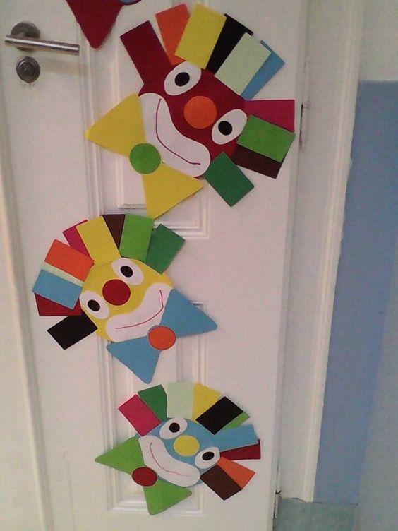 Az ajtóra nemcsak bohócokat, hanem bármilyen más színes mintát is tehetettek. Farsang idején minél színesebb valami, annál jobb!