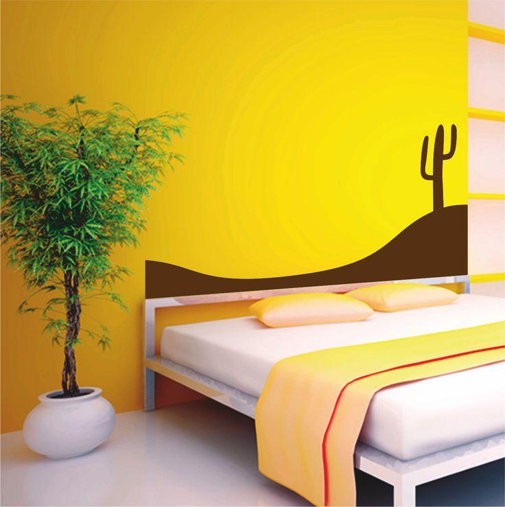 Vinilo decorativo cabecero de cama de la silueta de un cactus en el desierto.