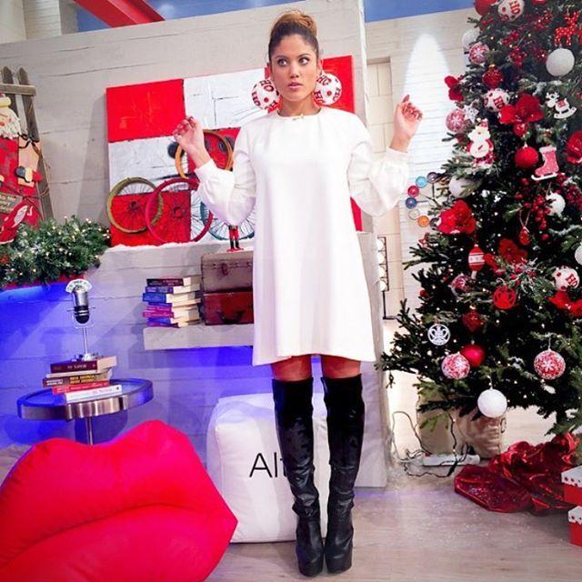 Χρόνια Πολλά! ! Χριστουγεννιάτικο throwback Η Μαίρη Συνατσάκη με over the knee μπότα @stevemadden #nakshoes #stevemadden #christmaseve || Shop online: www.nak.gr