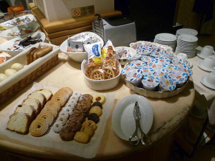 il ricco Buffet con varieta' di dolce e di salato per il Vs mattino