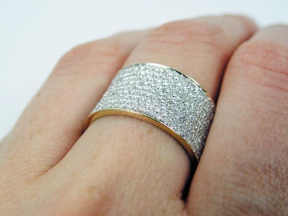 Sell an #anniversary #diamondring with expert #luxurybuyers who will
