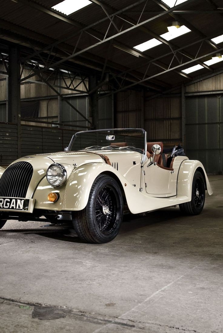 Good old British craftsmanship, even though it's a modern car. Utter perfection, perfect style and class.