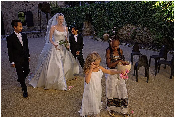 Inside Angelina Jolie and Brad Pitt's Wedding at Chateau Miraval !