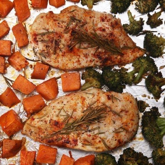 Assadeira de frango e legumes