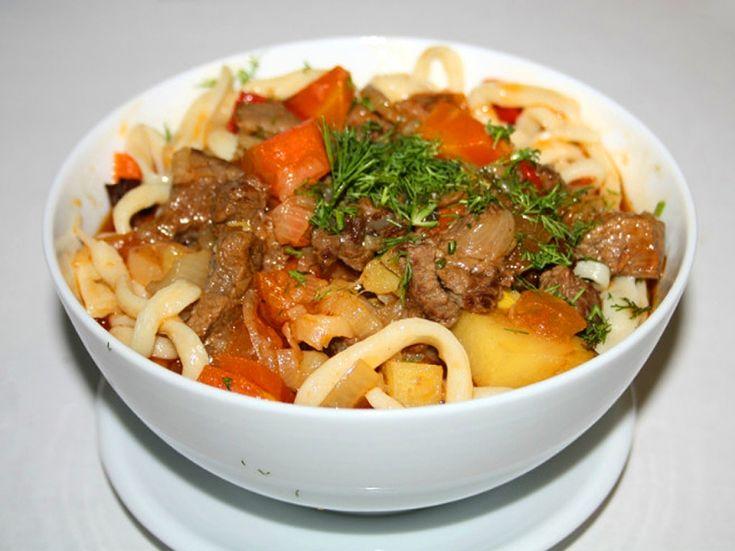 Лагман – одно из самых популярных в нашей стране среднеазиатских блюд, кто его пробовал, тот уже не сможет забыть его замечательный вкус.