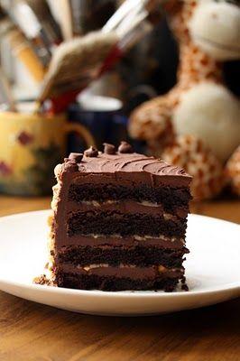 Bolo de chocolate com recheio de caramelo salgado