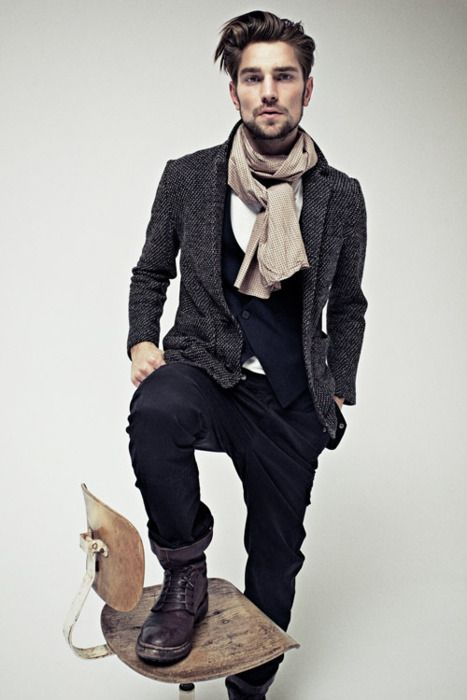 nothing screams rugged european mountain man (ha, it's an oxymoron! get it?) like a tweedy blazer and brogue-ish boots