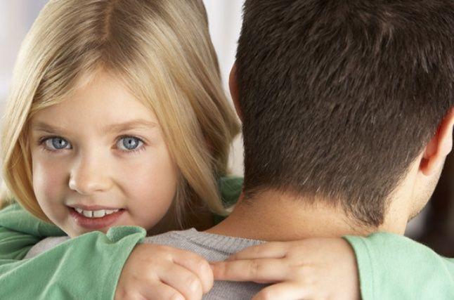 Uuring: Isad kohtlevad tütreid teistmoodi kui poegi - Väikelaps - Emmedeklubi