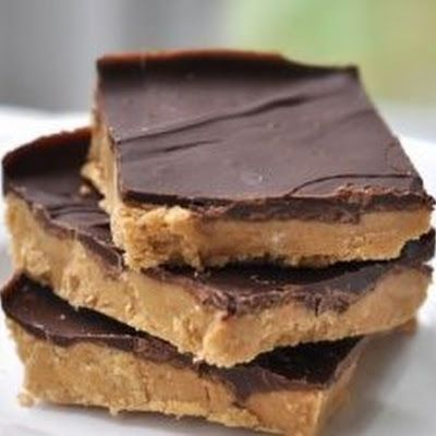 Old School Cafeteria Peanut Butter Bars @keyingredient #peanutbutter #chocolate