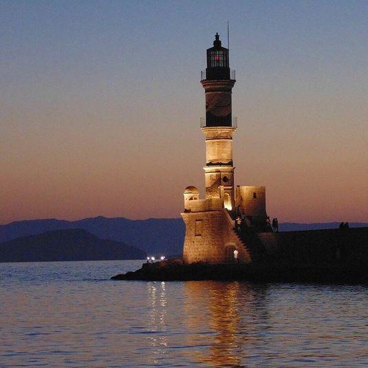 Nyd en god middag, når solen er på vej ned, siddende lige ved vandet og med lyden fra den græske musik i baggrunden. Her kan du virkelig nyde din ferie. www.apollorejser.dk/rejser/europa/graekenland/kreta