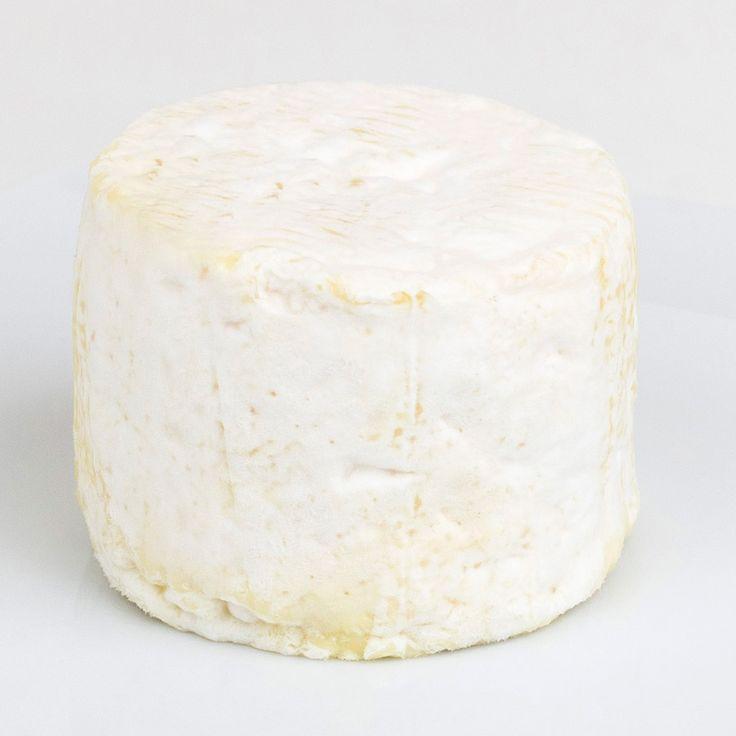 Boursault Triple Crema (Loira, Francia) - Segundo queso cremoso de lista. Esto es: un par de copas de chenin blanc, una buena peli de Sautet (no sé, Un cœur en hiver), una morena -un poco- problemática y untar como si no hubiese mañana. Eso debe ser la felicidad. Boursault, también conocido como 'Lucullus' (Lucio Licinio Lúculo, discípulo de Epicuro y un gordinflas sin remedio) es un queso de vaca procedente de Normandía y de Île-de France, creado por Henri Boursault en el París de 1908. Es…