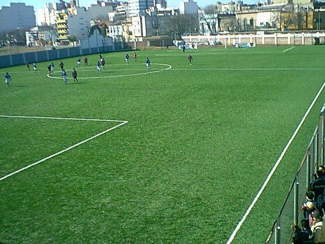 """Éste es un campo de fútbol americano para """"Boca Juniors Football Field Club"""" en Buenos Aires, Argentina."""