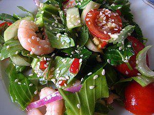 Японский салат Пак чой с креветками, луком, мятой, кунжутом, устричным соусом