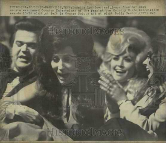 October 16, 1972 Loretta Lynn wins CMA'S Entertainer Of The Year