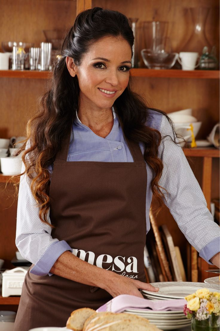 Catalina Vélez, es una reconocida chef colombiana, jurado en La Prueba del Canal Caracol. Hace parte del equipo de Ensumesa.com http://bit.ly/15sO6FL