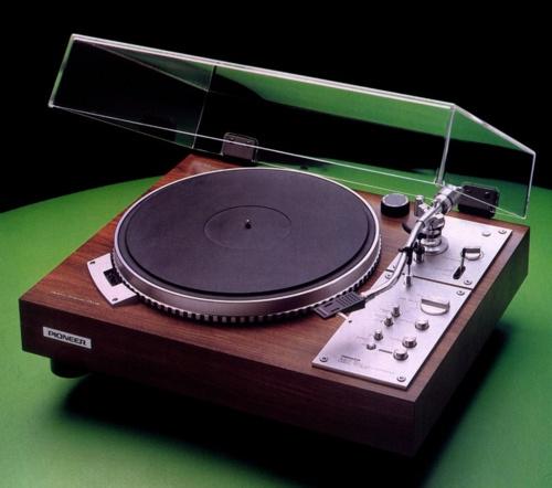 Pioneer - www.remix-numerisation.fr - Rendez vos souvenirs durables ! - Sauvegarde - Transfert - Copie - Digitalisation - Restauration de bande magnétique Audio - MiniDisc - Cassette Audio et Cassette VHS - VHSC - SVHSC - Video8 - Hi8 - Digital8 - MiniDv - Laserdisc - Bobine fil d'acier - Micro-cassette - Digitalisation audio