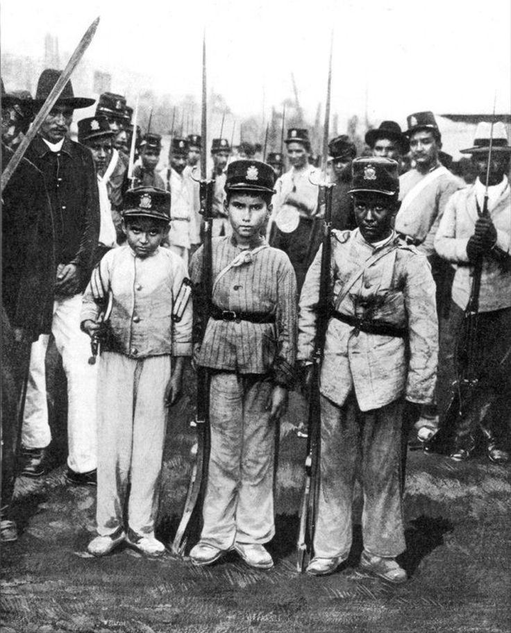 Niños soldados en 1902. La foto se tomó en la Guerra de los Mil Días, considerado el peor conflicto que vivió Colombia y Panamá. #panama