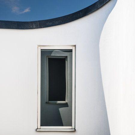 Window(s) by Luc Vangindertael