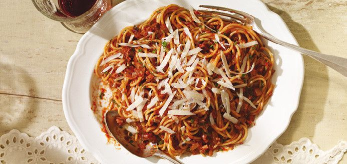 Spaghetti all'amatriciana (Spaghettis à la sauce tomate piquante)